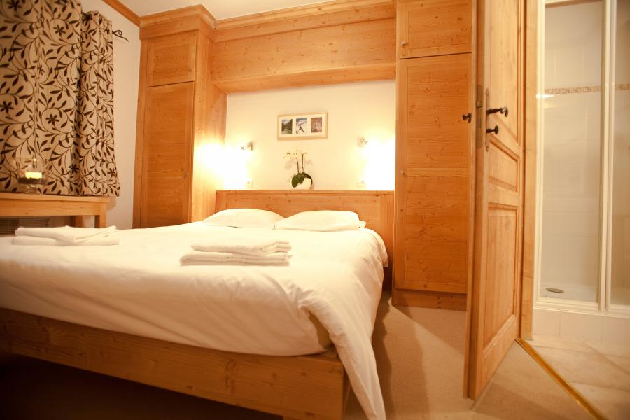 Rent in ski resort Chalet la Dame Blanche - Les Menuires - Bedroom