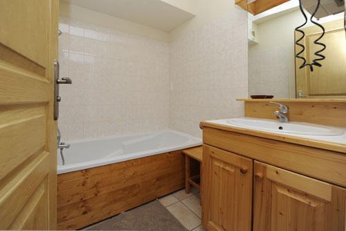 Location au ski Appartement 3 pièces 6 personnes (2) - Chalet le Cristal - Les Menuires - Baignoire