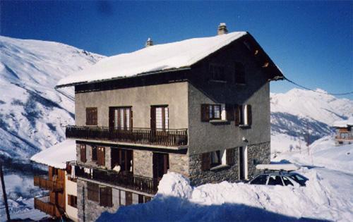 Vacances en montagne Chalet le Génépi - Les Menuires - Extérieur hiver