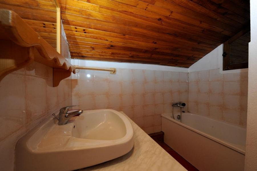 Location au ski Appartement 3 pièces 8 personnes - Chalet le Génépi - Les Menuires - Baignoire
