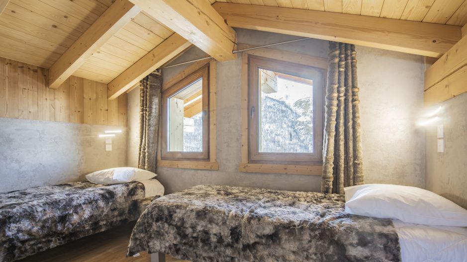 Rent in ski resort Chalet Matangie - Les Menuires - Bedroom under mansard