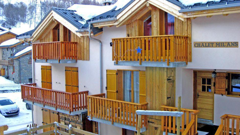Rent in ski resort Chalet Mil'Ans - Les Menuires - Winter outside