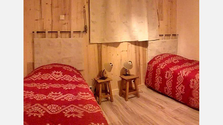 Rent in ski resort Chalet Mil'Ans - Les Menuires - Bedroom