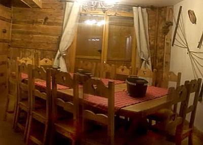 Skiverleih Doppelchalethälfte 8 Zimmer für 14 Personen - Chalet Mil'Ans - Les Menuires - Esszimmer