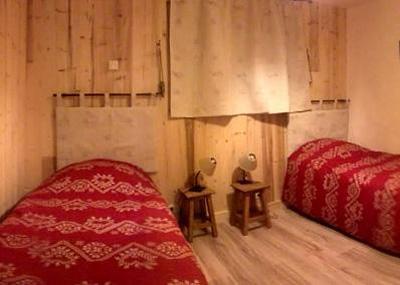 Rent in ski resort Semi-detached 8 room chalet 14 people - Chalet Mil'Ans - Les Menuires - Single bed