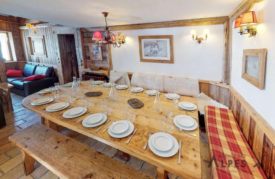 Rent in ski resort 8 room triplex chalet 16 people - Chalet Nécou - Les Menuires - Dining area