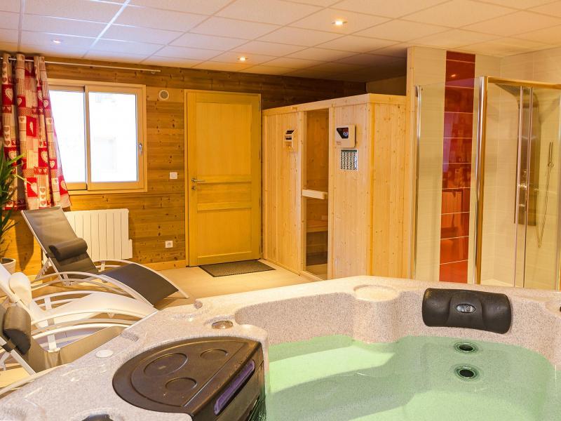 Rent in ski resort Chalet Ski Royal - Les Menuires - Jacuzzi