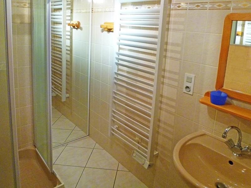 Rent in ski resort Chalet Trois Vallées - Les Menuires - Shower room