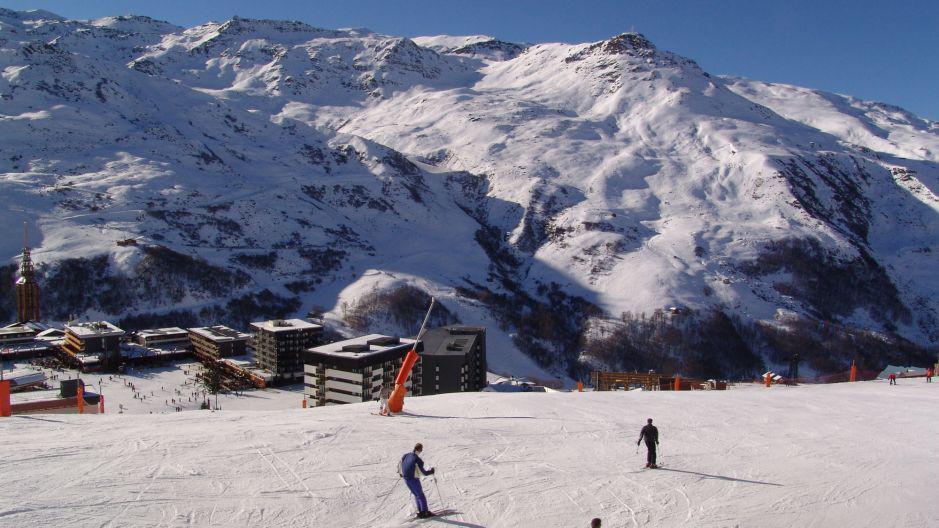 Vacances en montagne La Résidence Brelin - Les Menuires - Extérieur hiver