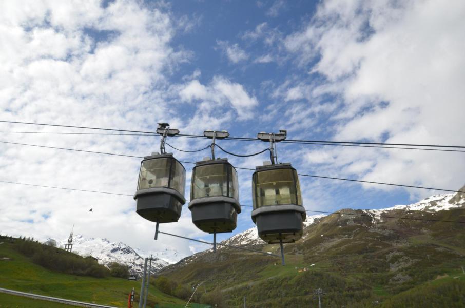 Location au ski La Residence Caron - Les Menuires - Extérieur hiver