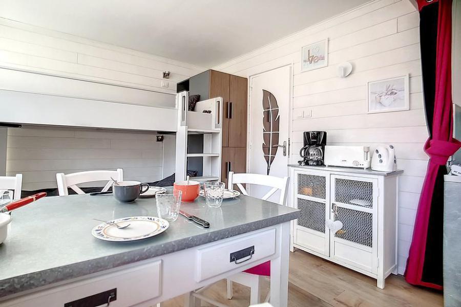 Location au ski Studio 4 personnes (C1) - La Residence Les Lauzes - Les Menuires - Cocotte minute