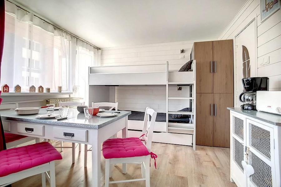 Location au ski Studio 4 personnes (C1) - La Residence Les Lauzes - Les Menuires - Coin repas