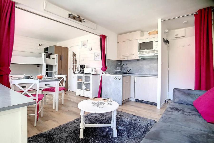 Location au ski Studio 4 personnes (C1) - La Residence Les Lauzes - Les Menuires - Séjour