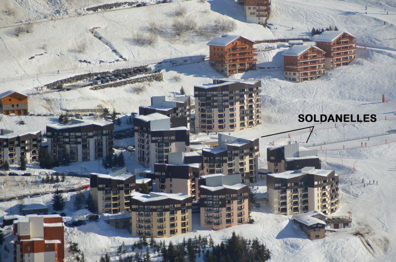 Holiday in mountain resort La Résidence les Soldanelles - Les Menuires - Winter outside