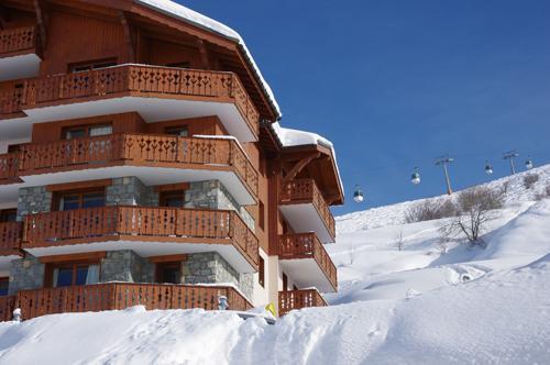 Location au ski Les Chalets De L'adonis - Les Menuires - Extérieur hiver