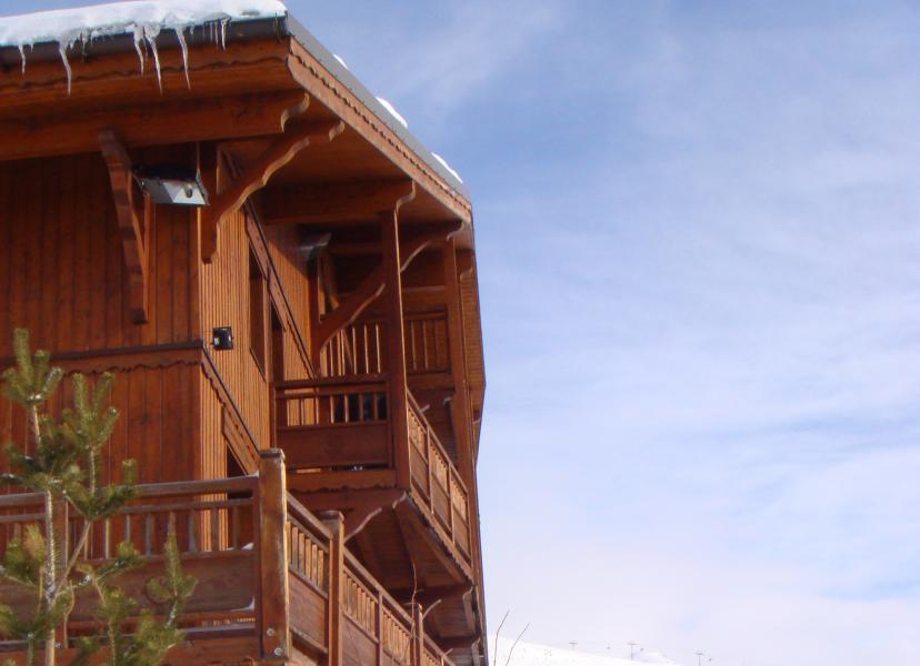 Vacances en montagne Les Chalets du Soleil Authentiques - Les Menuires - Extérieur hiver