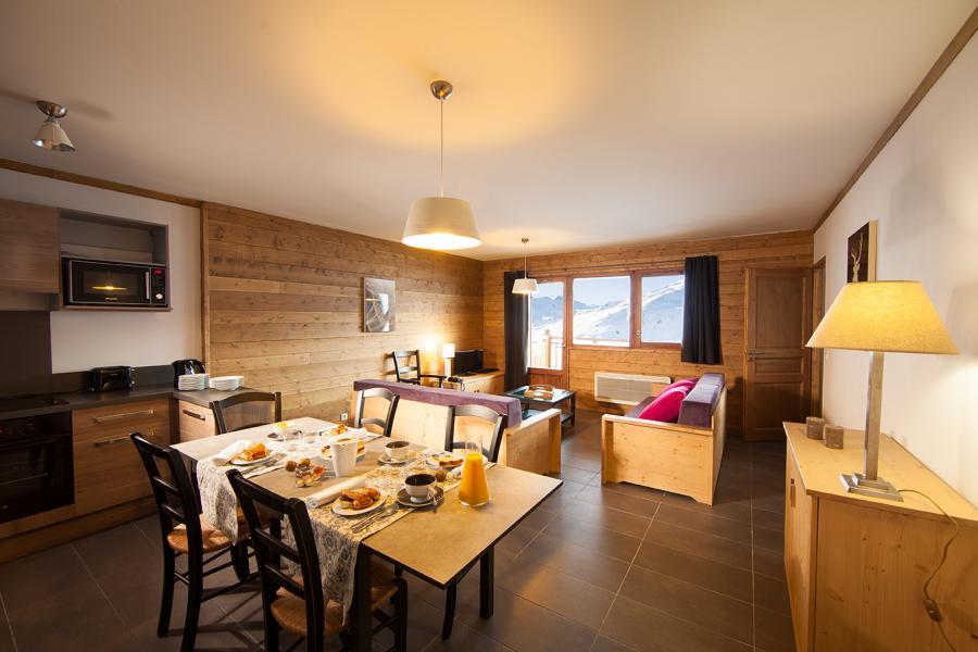 Location au ski Les Chalets Du Soleil Contemporains - Les Menuires - Table