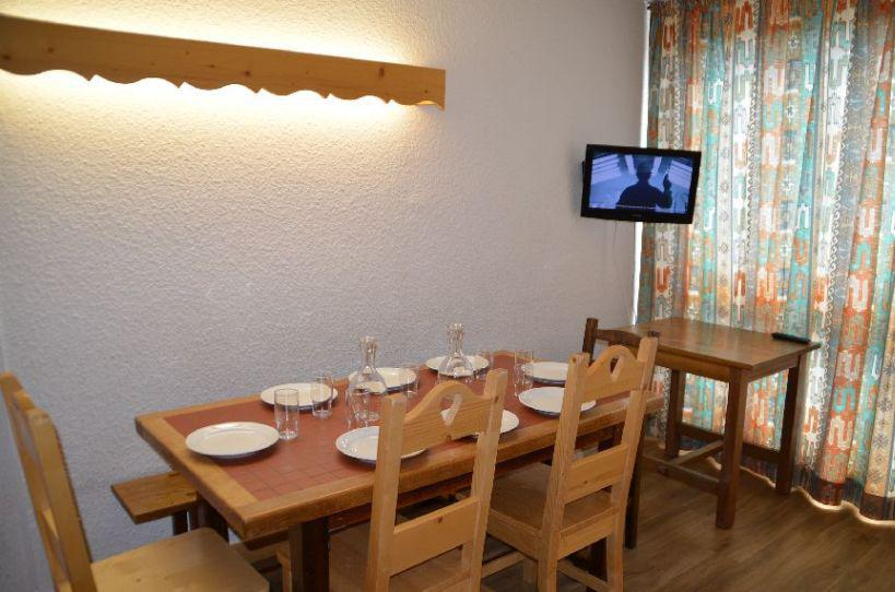 Location au ski Appartement 3 pièces 8 personnes (628) - Résidence Danchet - Les Menuires - Table