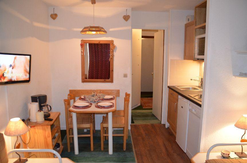 Location au ski Studio 4 personnes (820) - Residence Le Necou - Les Menuires - Coin repas