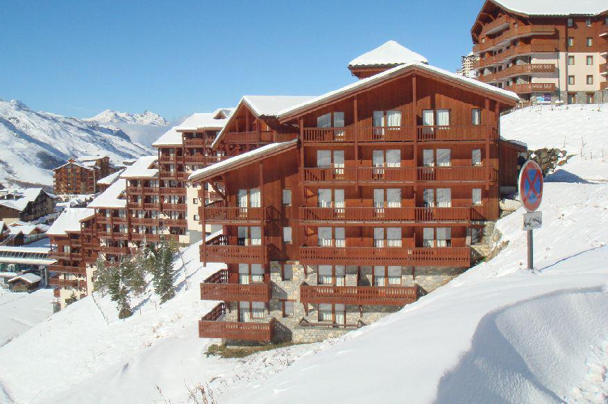 Location au ski Residence Le Valmont - Les Menuires - Extérieur hiver