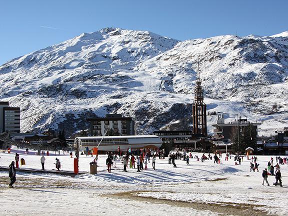 Vacances en montagne Studio 4 personnes (R07) - Résidence les Aravis - Les Menuires - Extérieur hiver