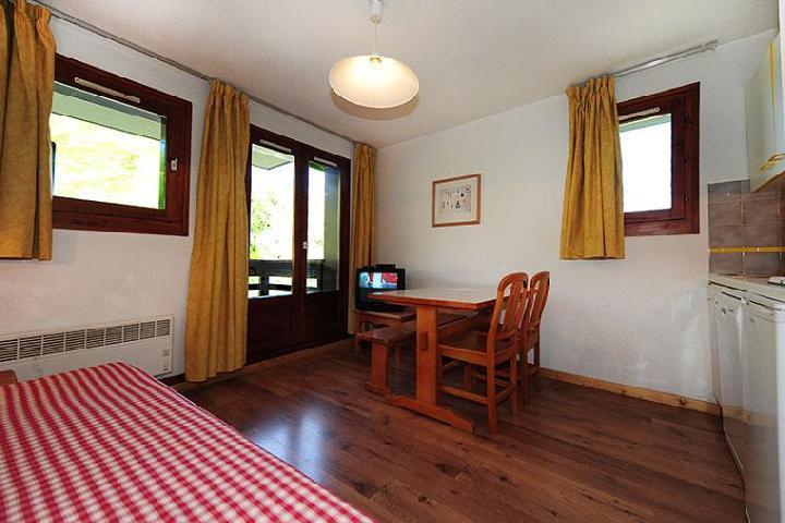 Location au ski Appartement 2 pièces 4 personnes (302) - Résidence les Balcons d'Olympie - Les Menuires - Table