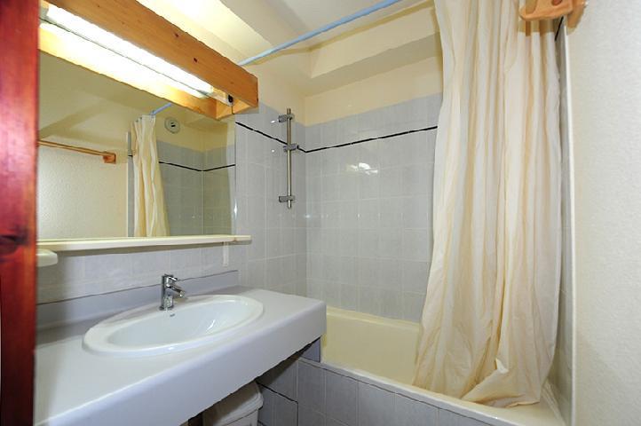 Location au ski Appartement 2 pièces cabine 6 personnes (050) - Résidence les Balcons d'Olympie - Les Menuires - Salle de bains