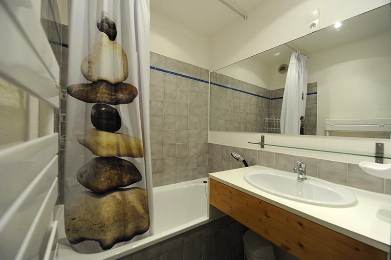 Location au ski Studio cabine 4 personnes (301) - Résidence les Balcons d'Olympie - Les Menuires - Salle de bains