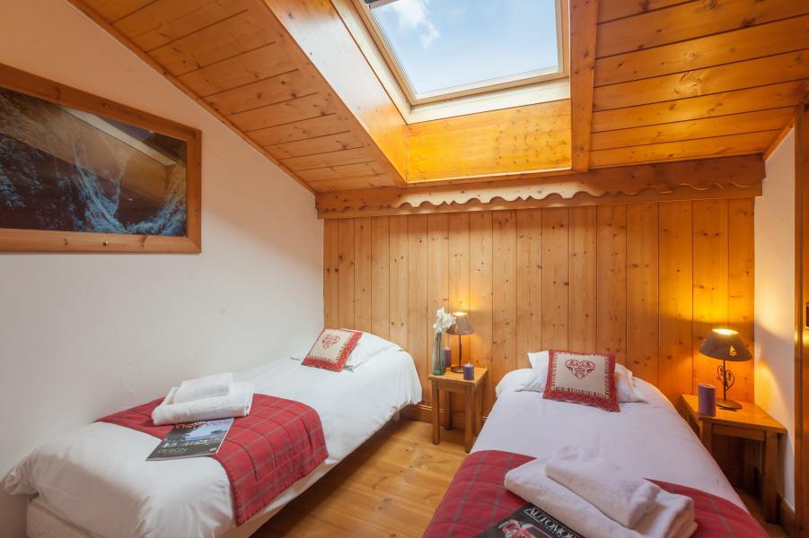 Location au ski Résidence P&V Premium les Alpages de Reberty - Les Menuires - Chambre mansardée