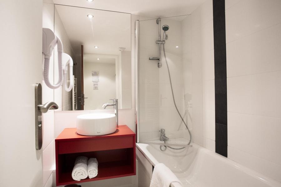Rent in ski resort Résidence Soleil Vacances les Menuires - Les Menuires - Bathroom