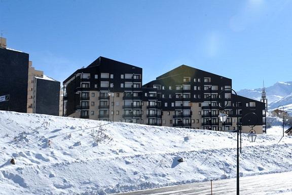 Vacances en montagne Résidence Villaret - Les Menuires - Extérieur hiver