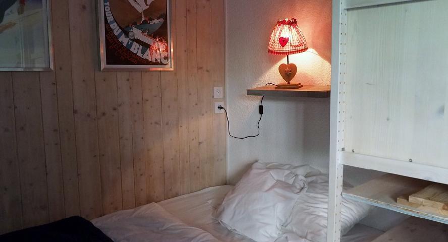 Location au ski Studio cabine 4 personnes (120) - Résidence Villaret - Les Menuires - Canapé