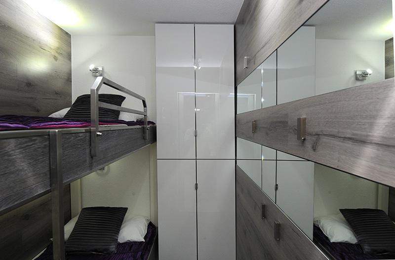 Location au ski Studio cabine 4 personnes (305) - Résidence Villaret - Les Menuires - Couchage