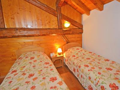 Location au ski Chalet Balcon Cime de Caron - Les Menuires - Chambre mansardée