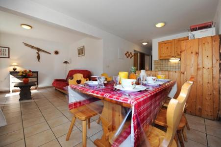 Rent in ski resort 3 room apartment 6 people - Chalet Cristal - Les Menuires - Dining area