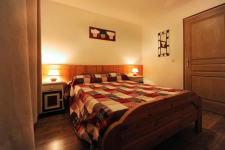 Rent in ski resort 3 room apartment 6 people - Chalet Cristal - Les Menuires - Double bed