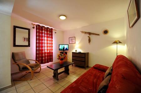 Rent in ski resort 3 room apartment 6 people - Chalet Cristal - Les Menuires - Living room