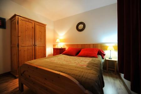 Rent in ski resort 4 room duplex apartment 10 people - Chalet Cristal - Les Menuires - Double bed