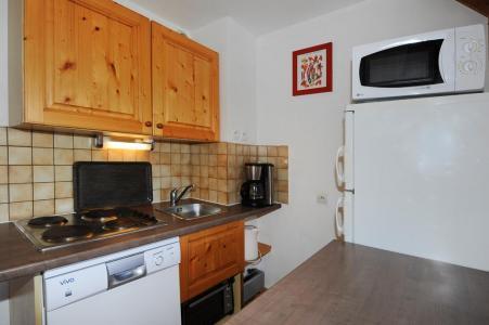 Rent in ski resort 4 room duplex apartment 10 people - Chalet Cristal - Les Menuires - Kitchenette