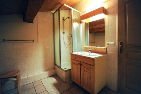 Rent in ski resort 4 room duplex apartment 10 people - Chalet Cristal - Les Menuires - Shower