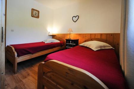 Rent in ski resort 4 room duplex apartment 10 people - Chalet Cristal - Les Menuires - Single bed