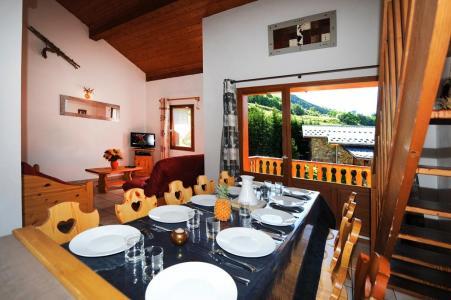 Rent in ski resort 4 room duplex apartment 10 people - Chalet Cristal - Les Menuires - Table
