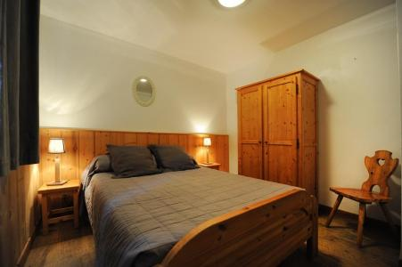 Rent in ski resort 6 room duplex apartment 13 people - Chalet Cristal - Les Menuires - Double bed