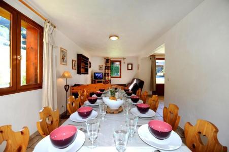 Rent in ski resort 6 room duplex apartment 13 people - Chalet Cristal - Les Menuires - Table