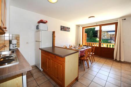 Location au ski Appartement 3 pièces 6 personnes - Chalet Cristal - Les Menuires - Cuisine ouverte