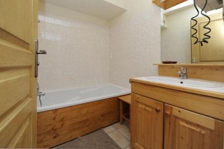 Location au ski Appartement 3 pièces 6 personnes - Chalet Cristal - Les Menuires - Salle de bains