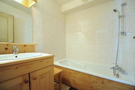 Location au ski Appartement duplex 6 pièces 13 personnes - Chalet Cristal - Les Menuires - Salle de bains