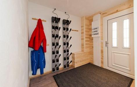 Rent in ski resort Chalet de Marie - Les Menuires - Skis room