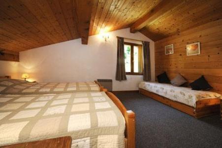 Location au ski Chalet Le Cristal - Les Menuires - Chambre mansardée