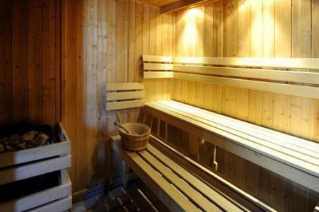 Location au ski Chalet Le Cristal - Les Menuires - Sauna